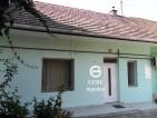 Eladó családi házrész Vác belvárosában. 9.45 M Ft. - 32414