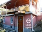 Eladó családi ház Vácon. 8.9 M Ft. - 32390