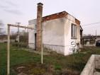 Eladó építési telek kis házzal Csörög csendes részén. 3.3 M Ft - 35915