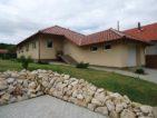 Legyen álmai háza ez az újszerű mediterrán stílusú családi ház Vácduka Rózsadombján. 42.5 M Ft - 38957